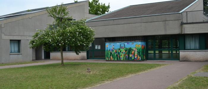 Esterno scuola con murales